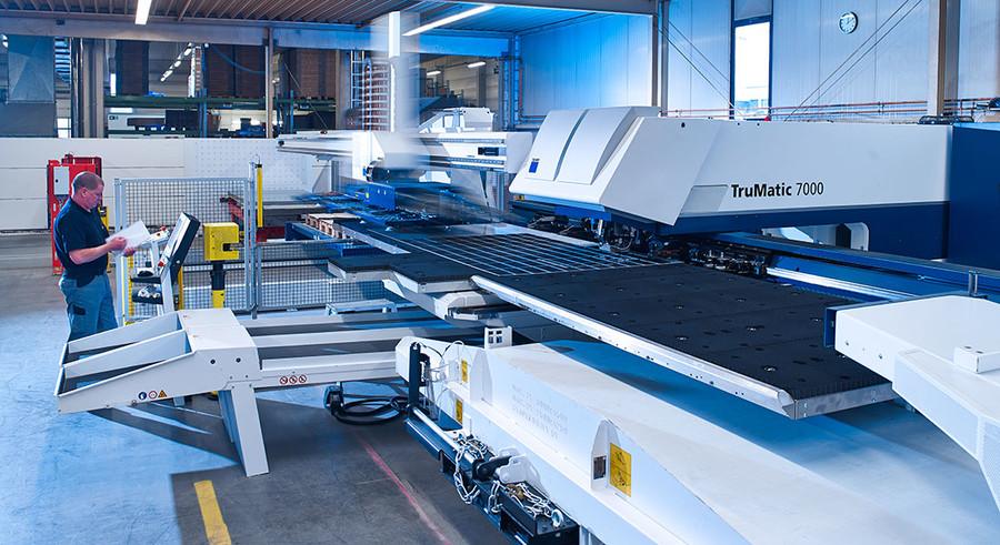 Maschinen zur Verarbeitung von Blech